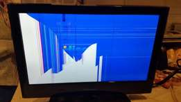 Hi-Sense 19 Inch LCD TV with cracked screen