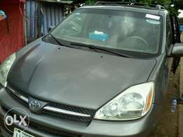 Clean registered Toyota sienna 04 xle limited edition