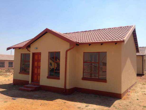 Houses for sale in lenasia Soweto - image 2