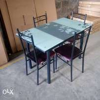 Padded seats DINING TABLE