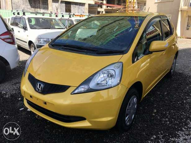 Extremely clean yellow Honda fit 2010 model Hurlingham - image 2