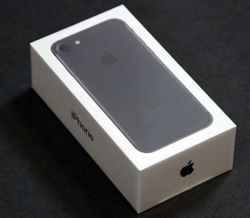 iPhone 7 128GB, Matt Black Parklands - image 1