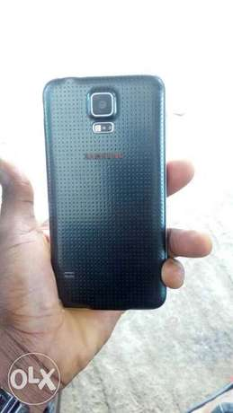 Mint galaxy s5 at affordable price Alimosho - image 2