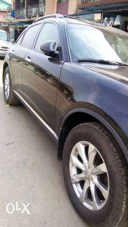 Neat Tokunbo Infiniti FX 35 Tincan Cleared Port Harcourt - image 4