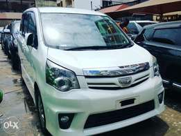 7 Seater Valvematic Engine Toyota Noah 'Si~Edition'