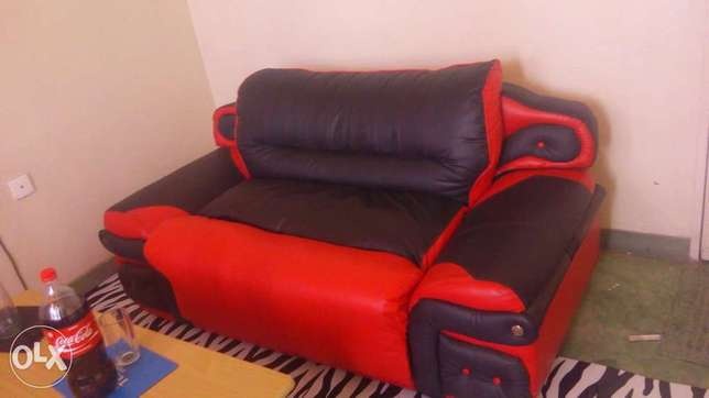 Leather coach 2seater and a coffee table Mombasa Island - image 3