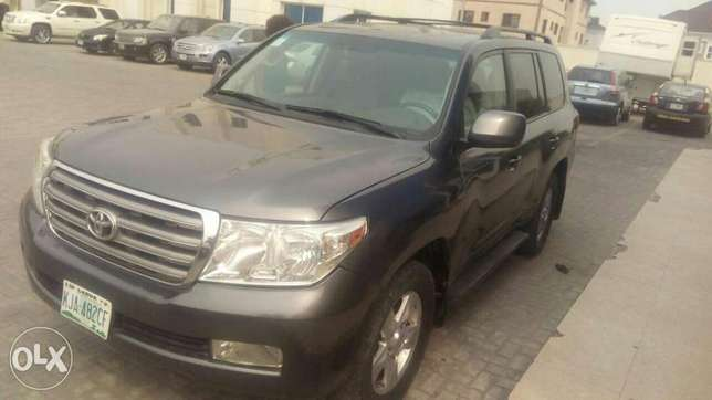 Rent all kind of cars, SUV, limo, and many more Lagos Island East - image 6