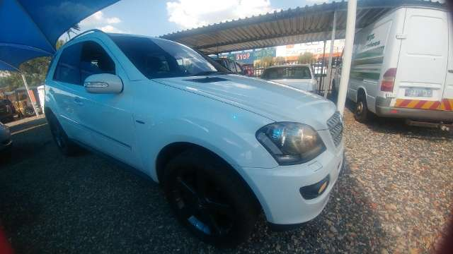2008 Mercedes Benz ML500 A/T - 4matic Silverton - image 1