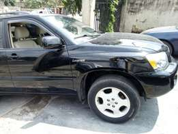 2005 model Toyota Highlander Limited Edition clean tokunbo