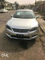 013 Honda accord with double screen and low mileage