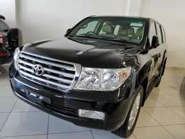 Toyota landcruiser v8 auto diesel with sunroof.