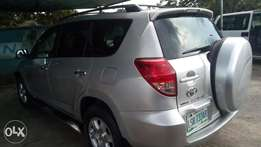 Extreemely sharp and sound 08 RAV 4 with factory chilling ac and duty