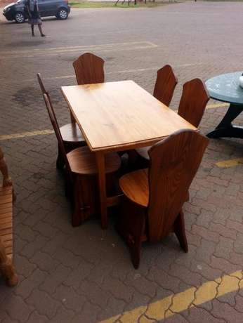 Wooden dining table with 6 wooden chairs for sale Pretoria - image 2