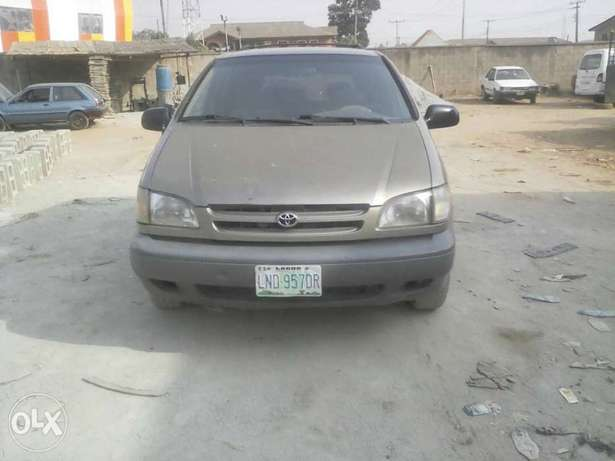 Super Clean First Body Toyota Sienna 2000 model Alakuko - image 3
