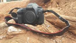 Canon EOS 5D Mark ii body on Quick sale