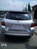Clean tokunbo Toyota Highlander limited