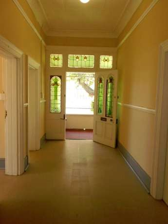 Neat & spacious rooms available in ideal Southernwood location Southernwood - image 3