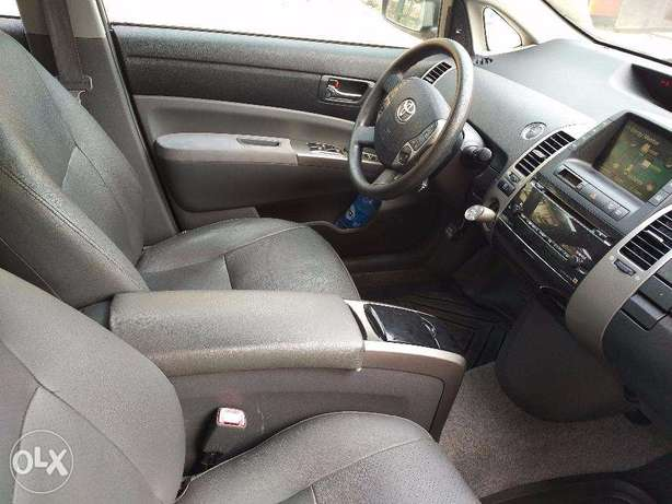 Toyota Prius Full Options in Excellent condition Lagos Mainland - image 5