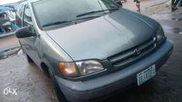 Few months old firstbody 2000 model sienna with factory chilling AC