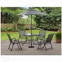 Garden umbrella table with four chairs