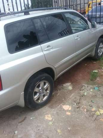 Clean 2005 tokunbo highlander. 3row Lagos Mainland - image 2