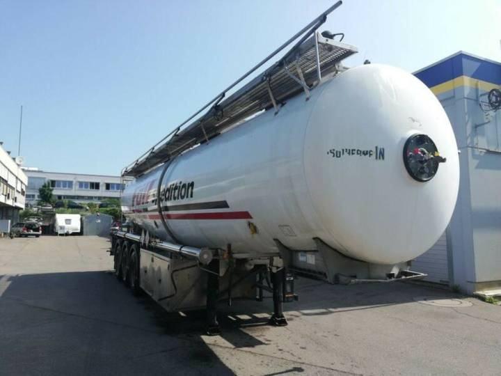 Magyar Lebensmittel ADR 2 BAR isoliert 32 Kb Alkohol - 2000