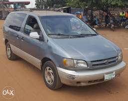 A complete First Body 2001 Toyota sienna for sales