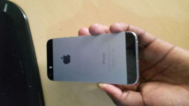 IPhone 5s 16gb (grey) 20k negotiable Donholm - image 3