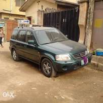 An ultra clean nigerian used 2000 honda CR-V for saleb