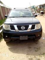 Neat and clean Nissan pathfinder 06