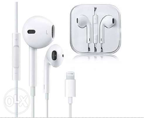 Apple EarPods with Lightning Connector + Lightning to 3.5 Jack Adapter