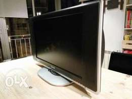 30 inches Sanyo LCD TV with HDMI, SD Card Slot