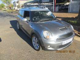 Mini Cooper S 6Speed manual with sunroof and electric windows