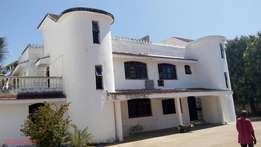 Luxurious 4 bedroom Town house near public means acess and 24 hrs guar