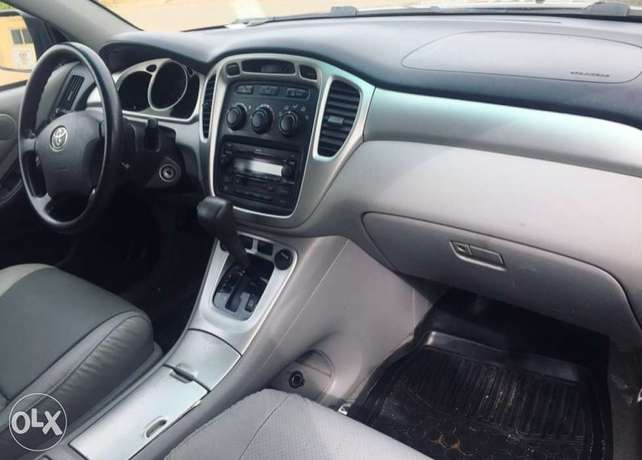 Newly register 2005 Toyota Highlander 3rows seats with good usage Lagos Mainland - image 2