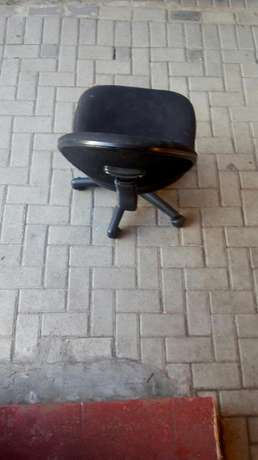 Reading desk and chair in good condition Parow - image 4