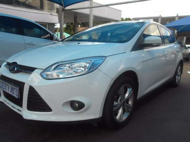 2012 Ford Focus 1.6 Trend Full Service History Hatch Back 120,816km Cl Johannesburg CBD - image 4