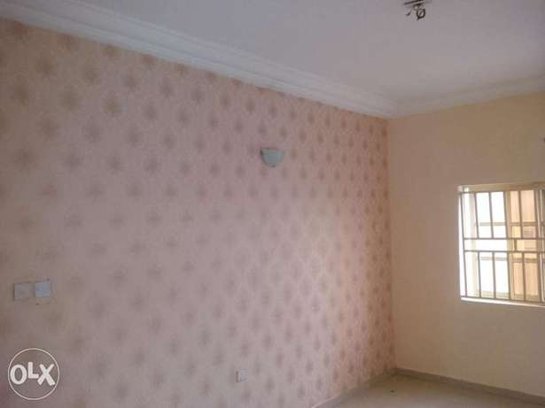 Lovely Three bedrooms For Rent Gwarinpa Estate - image 5