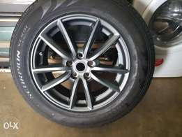 Range rover and discovery New 235/65/19 Pirelli scorpion and rim