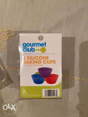 New Gourmet Club Silicone 8 Cupcake cases and Cake dish