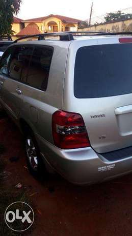 Super clean 06 toyota highlander 7 seater , 3rd row. tincan cleared. Lagos Mainland - image 4