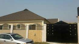 Bungalow of 4bed rooms flat at new akala express way, Ibadan.
