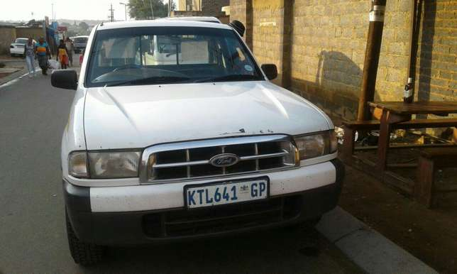 Vehicles for sale.bakkie and private car Midrand - image 2