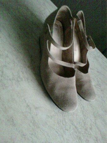 Туфли женские бежевые и белые р.40  70 грн. - Жіноче взуття Полтава ... 42f86454cec4f