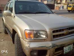 Super clean Nissan pathfinder 2002 model