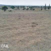 1 acre Land touching Thika Road between Roysabu and Kasarani