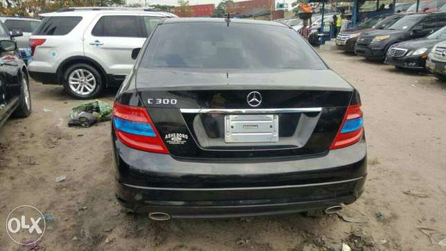 Foreign used 2009 Mercedes Benz C300. Direct tokunbo Apapa - image 7