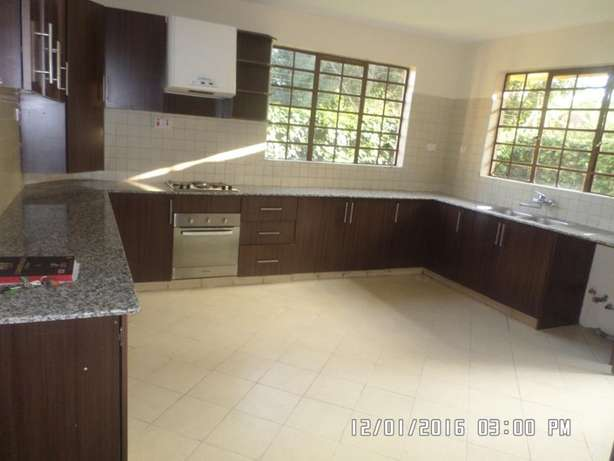 A 6 bed, all en-suite with 2 SQs for rent in Lavington Green. Lavington - image 4