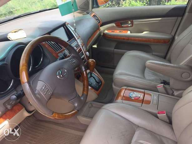 A very sharp and clean Nigerian use Lexus RX330 Gwarinpa - image 5