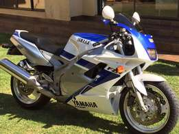Yamaha FZR1000 Ex Up 3GM Collectors Bike